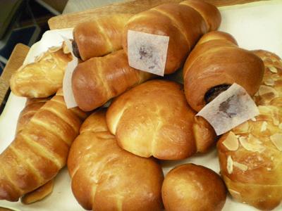 菓子パン(クリームパン・チョココルネ)